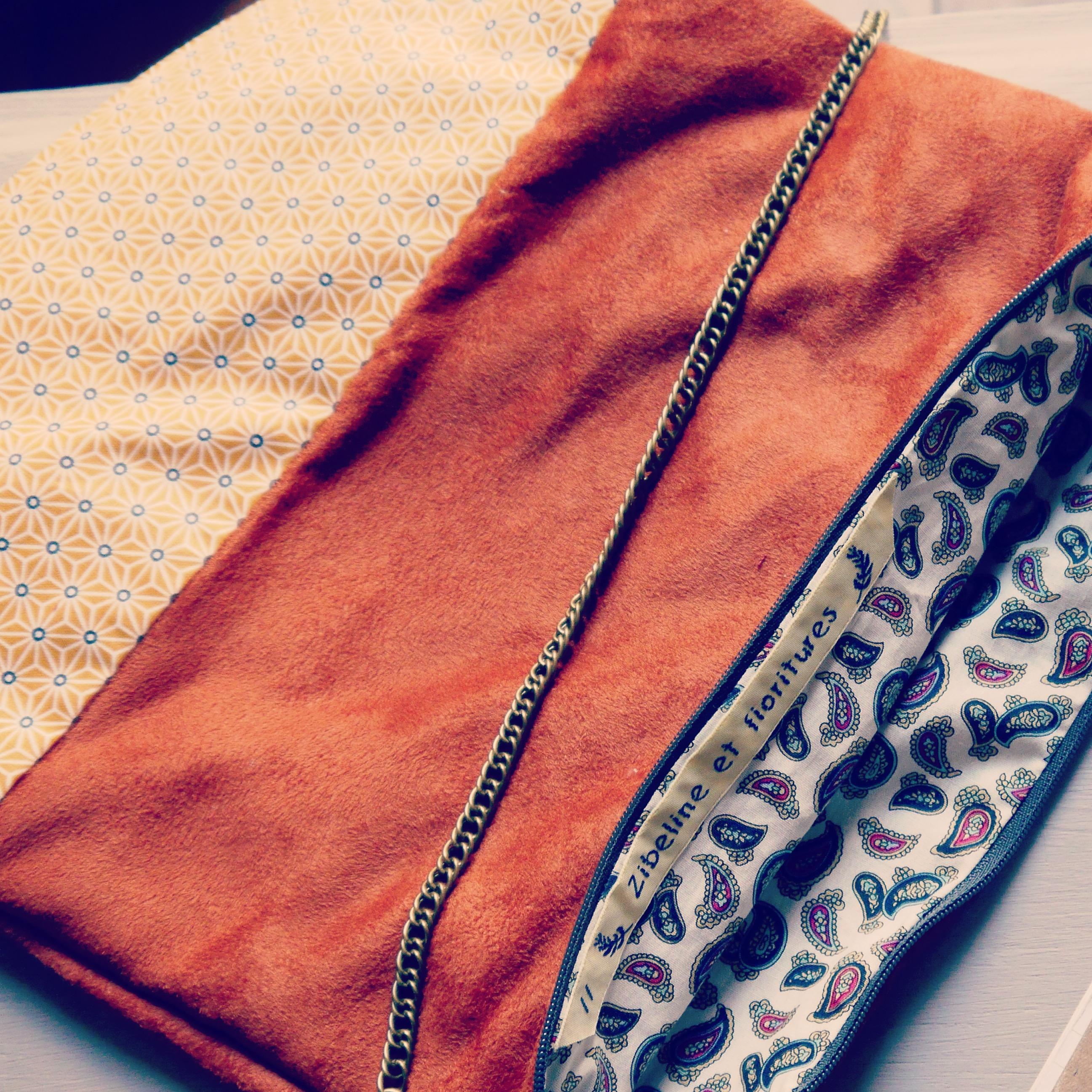 pochette citdaine DIY création fait-main en suédine et coton enduit